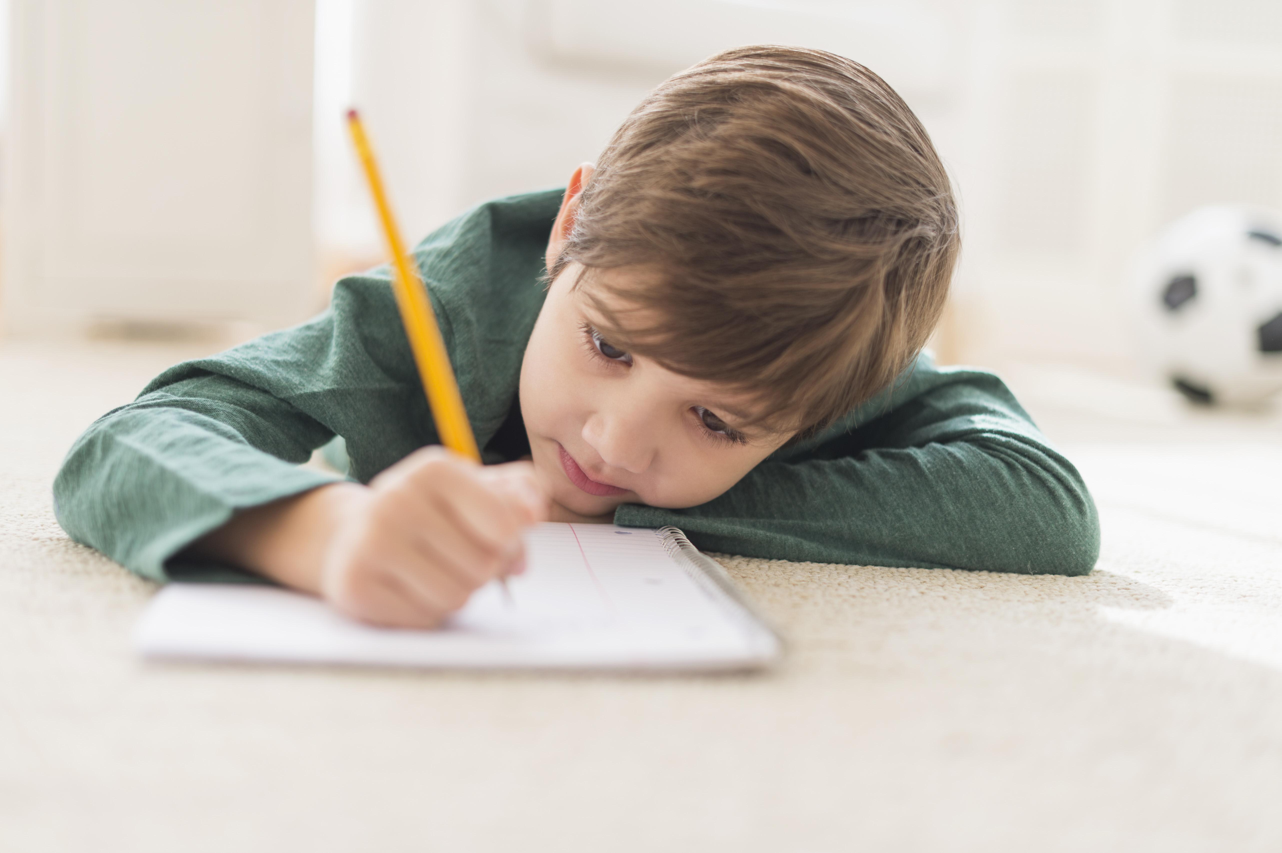 Mesajele iraționale pe care le transmitem copiilor noștri fără s-avem habar de impactul lor. Te invit să schimbi scenariul!